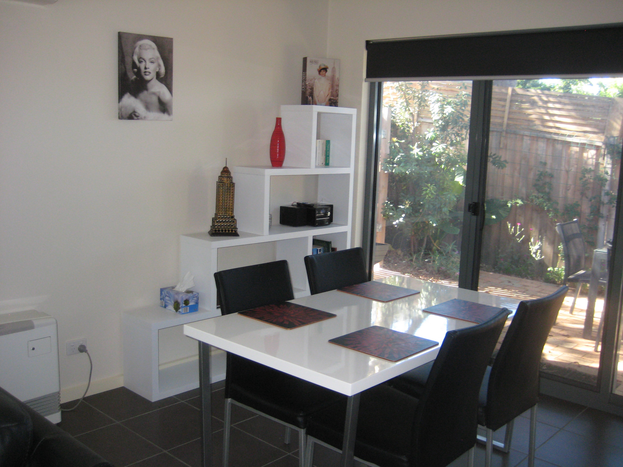 1 Bedroom Unit - Dining Area