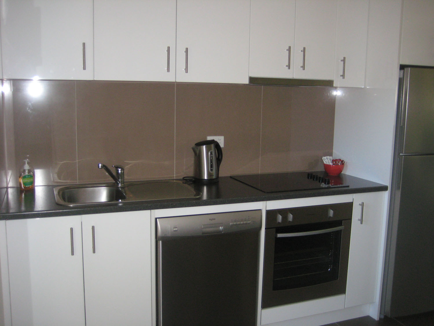 1 bedroom villa unit kitchen