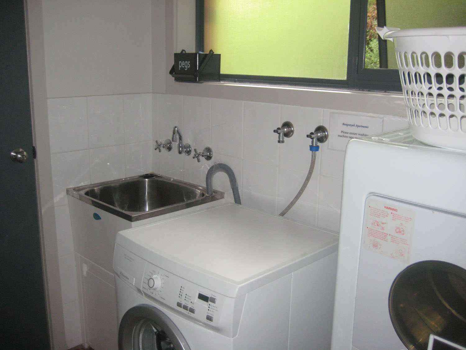 3 bedroom villa unit laundry