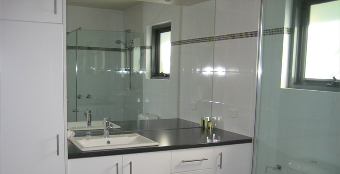 Croydon 1 Bedroom Villa Bathroom